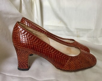 Classic Vintage Tan Snakeskin court shoes size 38