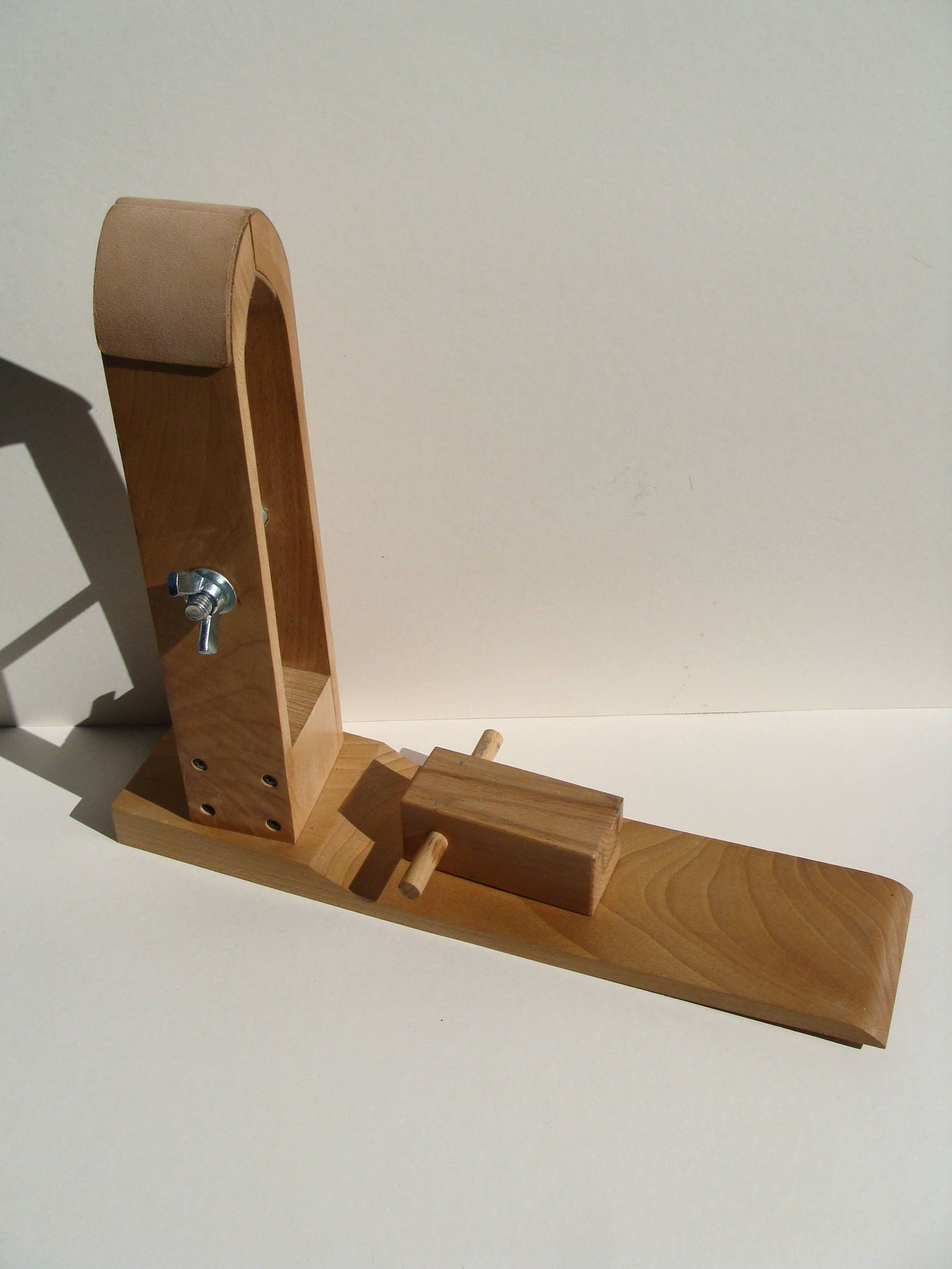 Easel valet leather clip
