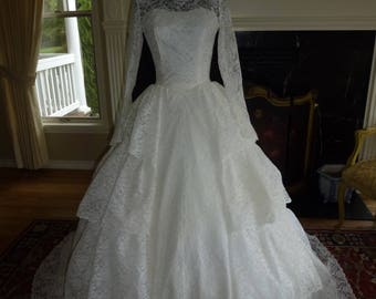 Vintage 1950's 50s White Lace Wedding Gown Tiered Ball Gown Princess Dress XS Xtra Small