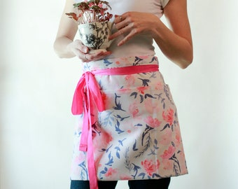 Bistro Apron in Pink Roses