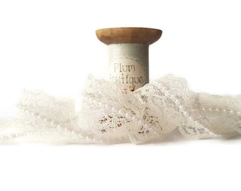 Ivory Lace with Pearl Centre and Scalloped Edge, 20mm wide *Sold Per Metre*