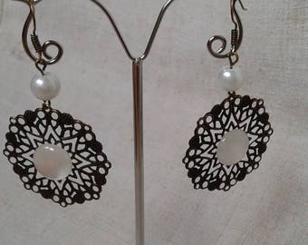 print earrings White Pearl