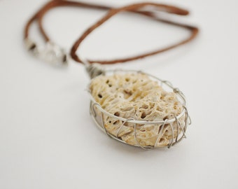 Necklace Beach Junk, Beach Fossil Necklace, Beach Junk Jewelry Necklace, Wired Beach Stone Necklace, Cool Beach Necklace on Hemp String