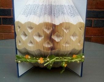 Book folding art pattern for a celtic knot