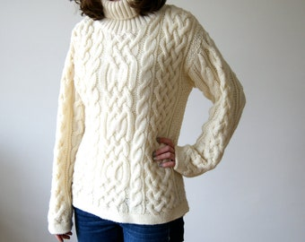 Vintage Sweater. 80s White / Cream Turtleneck Cable Knit Pullover Wool Sweater. Fisherman's Sweater. Small / Medium.