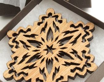 Red Oak Rustic Wood Snowflake Ornament - Holiday Decor Timber Green Woods