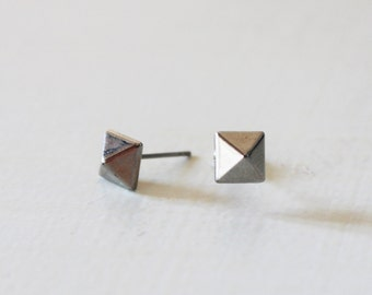 Silver pyramid stud earrings, Small silver stud earring, Geometric silver studs, Pyramid post earrings, Silver spike studs, Gothic earrings