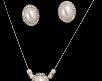 Silver chain set antique pendant and the earring