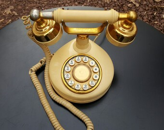 Vintage 1970's Telephone With Push Buttons