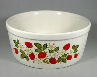"""Sheffield """"Strawberries n' Cream"""" 8 inch Souffle Baking Dish, Oven To Table Stoneware, Made in Japan"""