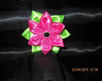 Green and fuchsia satin flower with its Center a button black and silver size 9 cm