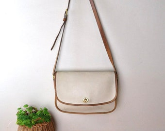 Vintage Authentic Coach Beige & Tan Shoulder Bag No. 068-1916