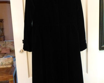 Vintage Black Velveteen Opera Coat Ca.1970's Inspired By 1920's Fashion. Pristine