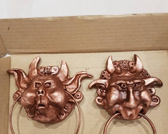 Pair of labyrinth knockers