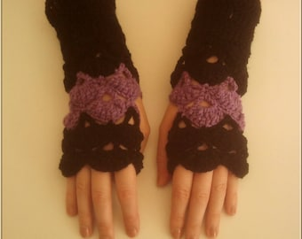 Pair of fingerless gloves black and lilac crochet