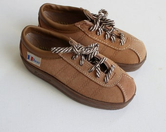 French vintage 60/70's / kids shoes / sneakers / split leather / new old stock / size 26 ( EU ) / 9,5 ( US ) / 8,5 ( UK )