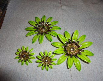 SALE ! Sarah Coventry Big bold neon green enameled Flowers set - lot - Pin - Pins - Clip earrings - Jewelry - Signed - Vintage  - Estate