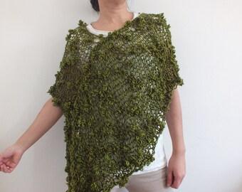 Loose knit Poncho Short poncho Boho inspired poncho Green fashion poncho