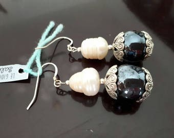 RIVER PEARL earrings with pearls.