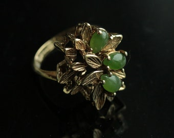 Very Pretty Vintage 18K HGE Jade Ring Gift for her Mother's Day gift