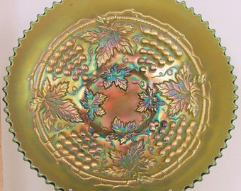 "Northwood Green Carnival Glass Grape and Cable 9"" Plate"