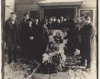 Large Antique Funeral Of Mother ~ Memento mori Post Mortem Casket Photograph