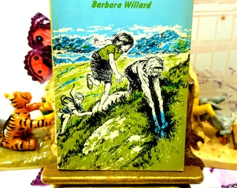 The Battle of Wednesday Week Sweet Childrens Classic Vintage Puffin Book Paperback 1960s First Edition