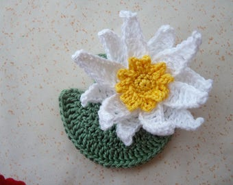 1 Lily 9 cm and its leaf crochet - 2 pieces