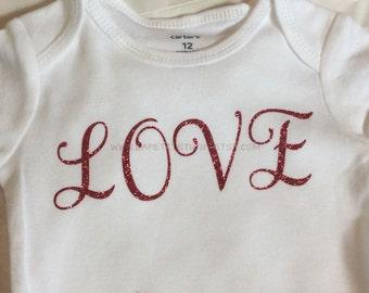 Fuchsia love vinyl shirt, toddler shirt, birthday shirt, girls shirt, girls clothing, toddler shirt, toddler clothing, onepiece, clothing,