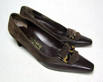 sz 7.5 | vintage Ferragamo kitten heel pumps, vintage brown kitten heels, 70s suede kitten heels, Ferragamo shoes, leather kitten heels