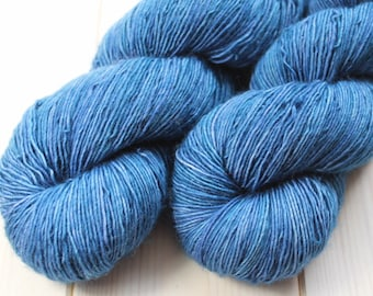 Skein hand - dyed Fingering Single - 100% superwash Merino - 100 g / 366 m - Ultramarine