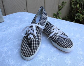Vintage/plaid/checker/blue/white/red/keds/shoes/lace up. Cute! Keds. US Size 9 1/2. Adorable shoes!!
