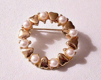 White Pearl Heart Pin Brooch Gold Tone Vintage Small Round Beads Open Disc