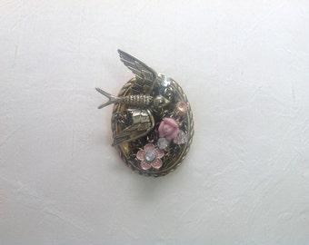 Gold tone bird and flower broach