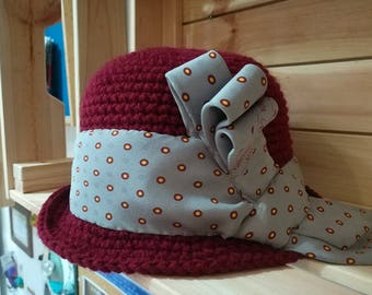 Mixed hat-red wool with tie