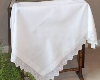 Vintage Linen Tablecloth/Victorian Linen Tablecloth/Linen and Crocheted Lace Tablecloth (Ref1971L)