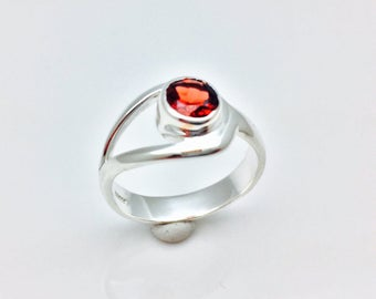 Red Garnet Ring // 925 Sterling Silver // Simple Round Setting // Silver Garnet Ring
