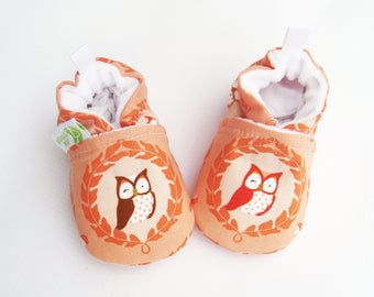 SALE XS Classic Vegan Wink Owls in Coral / All Fabric Soft Sole Shoes / Ready to Ship / Baby Booties
