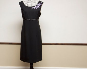 Vintage Black sleeveless Dress with purple floral embroidery size 12 by Jessica Howard