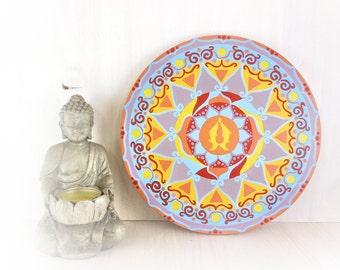 Decorazione parete con mandala geometrico dipinto a mano, simboli tibetani pesci, regalo per anniversario matrimonio sotto 50 euro.
