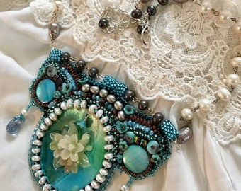 Pearl bib collar and baroque pearls