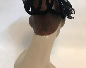 Vintage late 1940s to 1950s black velvet and lace frame clamper hat
