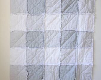 Neutral rag quilt w/buck - Deer rag quilt - Gray white rag quilt - Crib rag quilt - Baby rag quilt