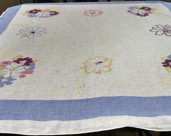 VintageTablecloth /  Retro Cotton Tablecloth /  Floral Design  / Retro Kitchen Linens  /  52 x 50 inches / Vintage Table Linens