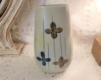 UCTCI Japan hand painted floral vase