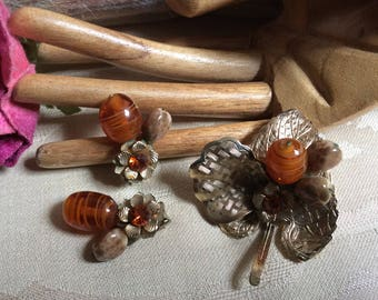 ON HOLD HELEN amber look autumn tones brooch earrings set, rust colors beads flower pin earrings set, amber glass bead cluster pin earrings
