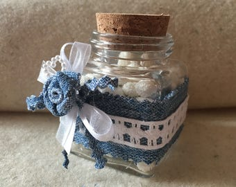 Favor box with roses in denim