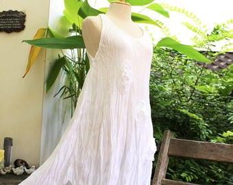 Sleeveless Roomy A-Shape Top/ Short Tunic - White