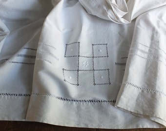 Divine antique French linen Rustic country fabric bed sheet adorned with handmade ladderwork Jour de Venise exquisite needle work Provence