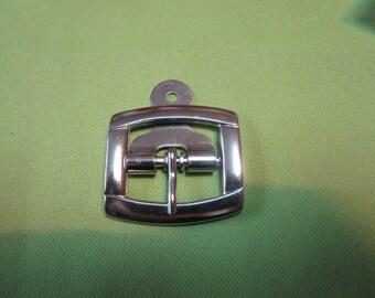 a square metal nickelee chappe loop